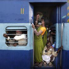 Indijos traukinyje nuo svilinančios kaitros mirė keturi keleiviai