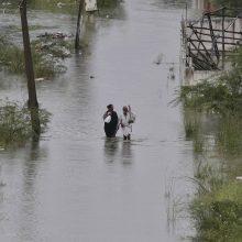 Indijoje per musonų sezono potvynius žuvo mažiausiai 25 žmonės