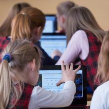 Per karščius mokyklose gali būti trumpinamos pamokos