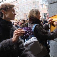 Moterų teisės balsuoti šimtmetis: raginama kovoti su smurtu ir algų skirtumais