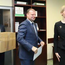 S. Skvernelis įteikė parašus VRK dėl dalyvavimo prezidento rinkimuose