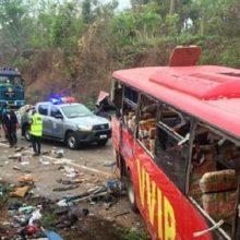 Ganoje susidūrus dviem autobusams žuvo mažiausiai 60 žmonių