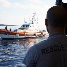Prie Italijos krantų įstrigęs migrantų gelbėjimo laivas atsisakė Ispanijos pasiūlymo