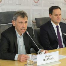 Z. Jedinskis: lenkai toliau siūlys apmokestinti bankų turtą