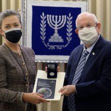 G. Nausėda Izraelio prezidentui dovanojo proginę monetą su Vilniaus Gaono atvaizdu