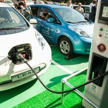 Bus įrengta 100 naujų elektromobilių įkrovimo stotelių