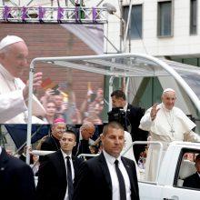 Popiežius Pranciškus pradėjo viešnagę Rumunijoje