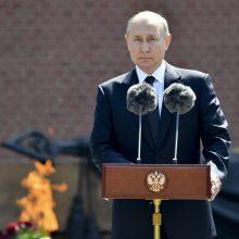 V. Putinas šlovina karo didvyrius ir perspėja dėl blogėjančios saugumo padėties Europoje