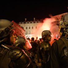 Prancūzijoje po futbolo aistruolių riaušių suimti 282 žmonės