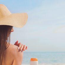 Saulės spinduliai gali pakenkti ne mažiau nei rūkymas