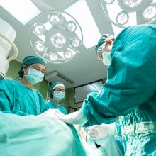 Teismo verdiktas: chirurgas kaltas dėl neatsargaus gyvybės atėmimo