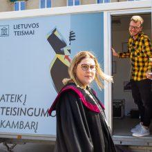 """Kelionę per didžiuosius Lietuvos miestus pradeda """"Teisingumo kambarys"""""""