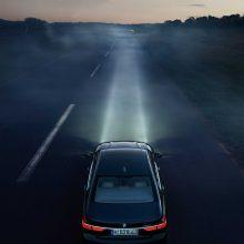 Papildomos akys tamsoje: kaip vairavimą palengvina šiuolaikinės technologijos?