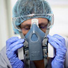 """Valstybės rezervą papildė paskutinė """"Intersurgical"""" pagamintų respiratorių siunta"""