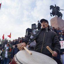 Biškeke įsigaliojus nepaprastajai padėčiai miesto link gabenama karinė technika