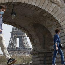 Prancūzijoje nuo ketvirtadienio kaukės lauke nebus privalomos
