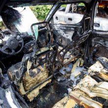 Vilniuje apdegė trys automobiliai: įtariamas padegimas