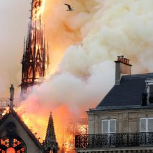 Paryžiaus katedros gaisro židinys buvo netoli smailės, nustatė policija
