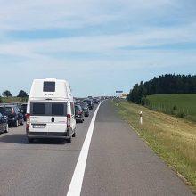 Vairuotojai įspėja: važiuojant nuo pajūrio link Kauno pasitinka spūstys