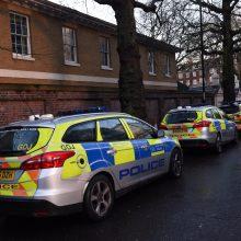 Londono mečetėje areštuotas peiliu pagyvenusį vyrą sužeidęs įtariamasis