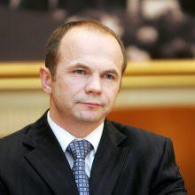"""VRK panaikino kandidato į Seimą """"darbiečio"""" A. Astiko neliečiamybę"""