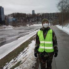 Šauliai per patruliavimą nuo ledo prašė nulipti žvejus, šeimas, paauglius, vaikus
