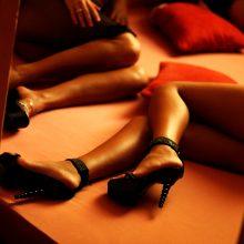Verslininką linksminusios prostitutės pavogė jo žmonos papuošalus