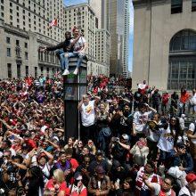 """Panika Toronte: """"Raptors"""" parado metu pradėta šaudyti"""