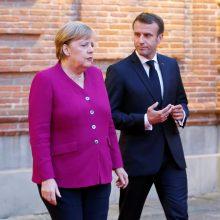 """A. Merkel ir E. Macronas: """"Brexit"""" derybos – finišo tiesiojoje"""