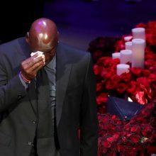 Tūkstančiai žmonių Los Andžele susirinko pagerbti K. Bryanto ir jo dukters atminimą
