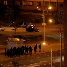 Minske pareigūnai panaudojo ašarines dujas, patvirtinta protestuotojo mirtis Gomelyje