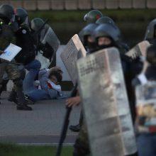 Minske saugumo pajėgos panaudojo vandens patrankas, suima protestuotojus