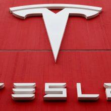 """""""Tesla"""" pirmą ketvirtį pristatė daugiau automobilių nei tikėtasi"""