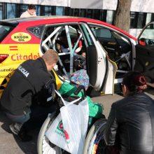 Pareigūnai mažiesiems ligoniams pristatė tikrus ralio automobilius