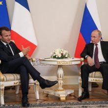 E. Macronas ragina V. Putiną išlaisvinti ukrainiečių jūreivius