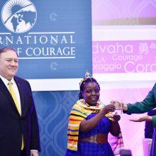 JAV pirmoji ponia per apdovanojimų ceremoniją pagerbė moterų drąsą
