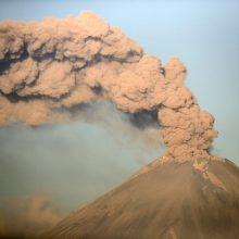Ugnikalnis prie Meksikos sostinės išmetė 4 kilometrų aukščio pelenų stulpą