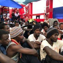 """Šešios ES valstybės sutiko priimti laivo """"Ocean Viking"""" išgelbėtus 356 migrantus"""