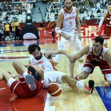 Paplušėti turėję Ispanijos krepšininkai žengė į pusfinalį