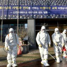 Pietų Korėja dėl koronaviruso patikrins daugiau nei 200 000 religinės grupės narių