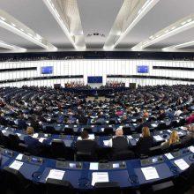 EP teigia nenusileisiantis ginče dėl ES biudžeto