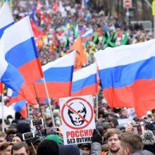 Rusija didina baudas protestuotojams ir socialinių tinklų bendrovėms