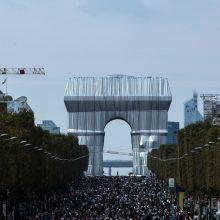 Paryžiaus Eliziejaus laukuose partrenkti keturi pėstieji