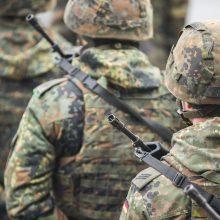 Augant nelegalių migrantų srautui, į pasienį su Baltarusija norima siųsti daugiau karių