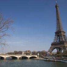Paryžiuje dėl koronaviruso užsidaro Luvras, Versalio rūmai ir Eifelio bokštas