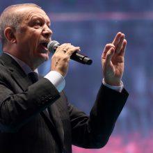 Teismas įpareigojo opozicijos lyderį sumokėti R. T. Erdogano šeimai 65 tūkst. eurų