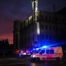 Ant namo stogo ieškotos moters pareigūnai nerado