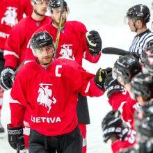 Lietuvos ledo ritulininkai po 10 metų pertraukos įveikė lenkus