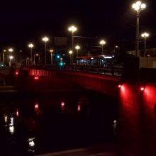 Vilnius palaiko Beirutą: Libano vėliavos spalva nušviesti Vilniaus tiltai