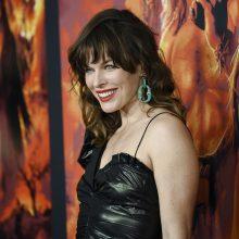 43-ejų JAV aktorė M. Jovovich laukiasi trečiosios atžalos